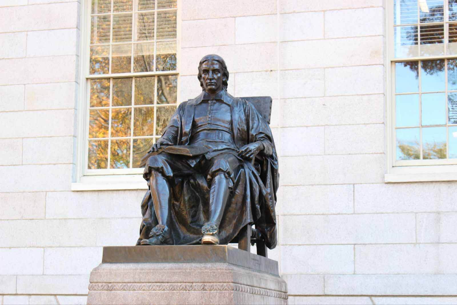 哈佛大學銅像