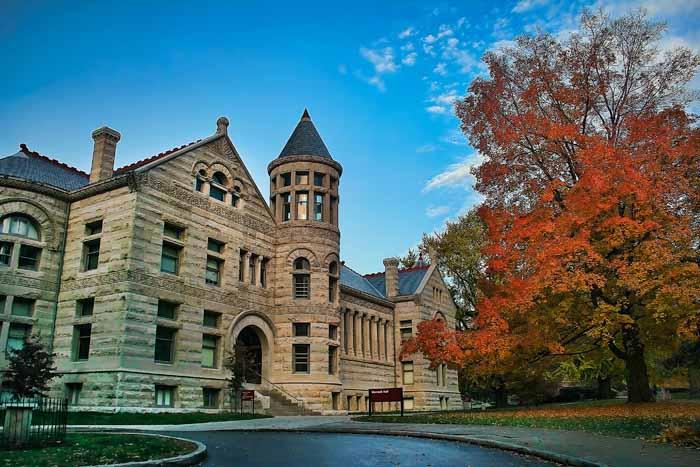 印第安納大學