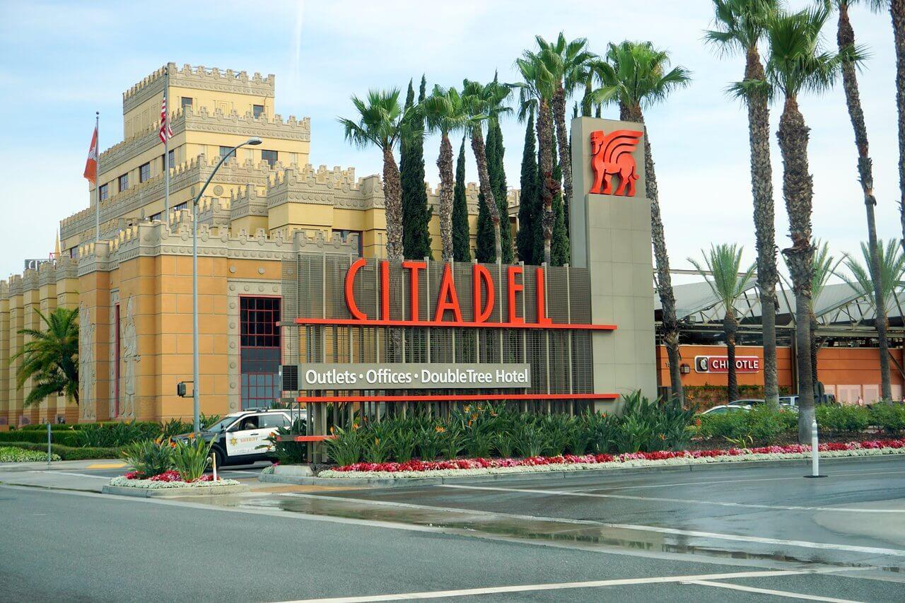 美國洛杉磯熱門OUTLET-Citadel Outlets