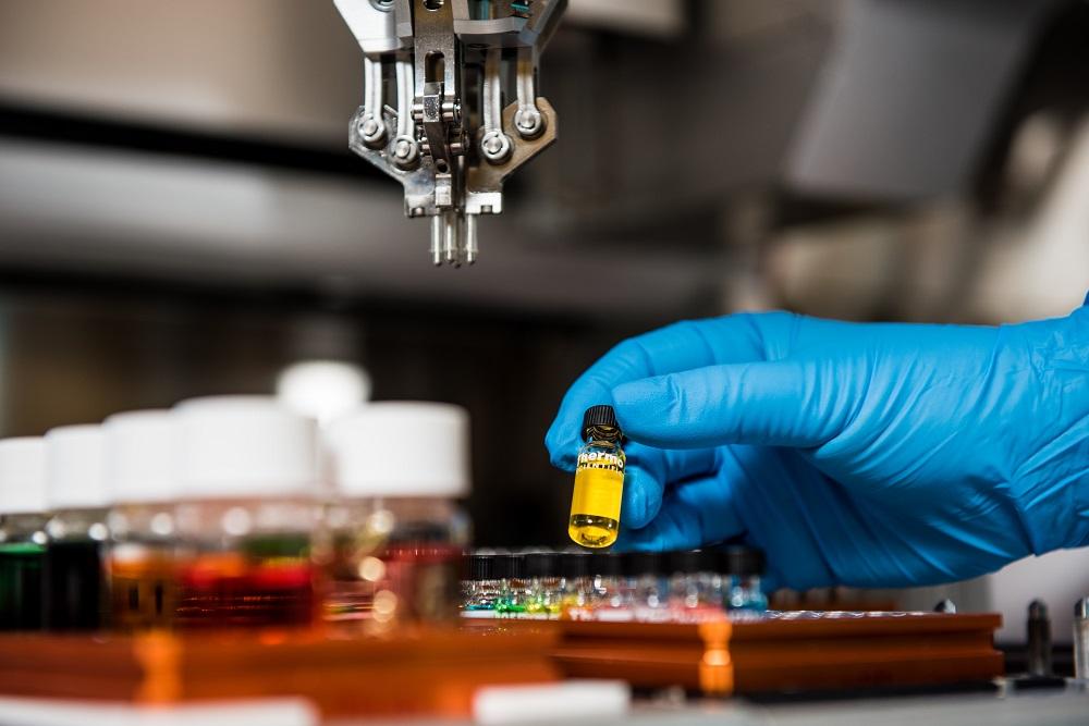 做實驗、篩檢病毒時要戴檢測手套 - 乳膠手套、丁腈手套、PVC手套差別在哪 一次性醫療(用)手套報你知
